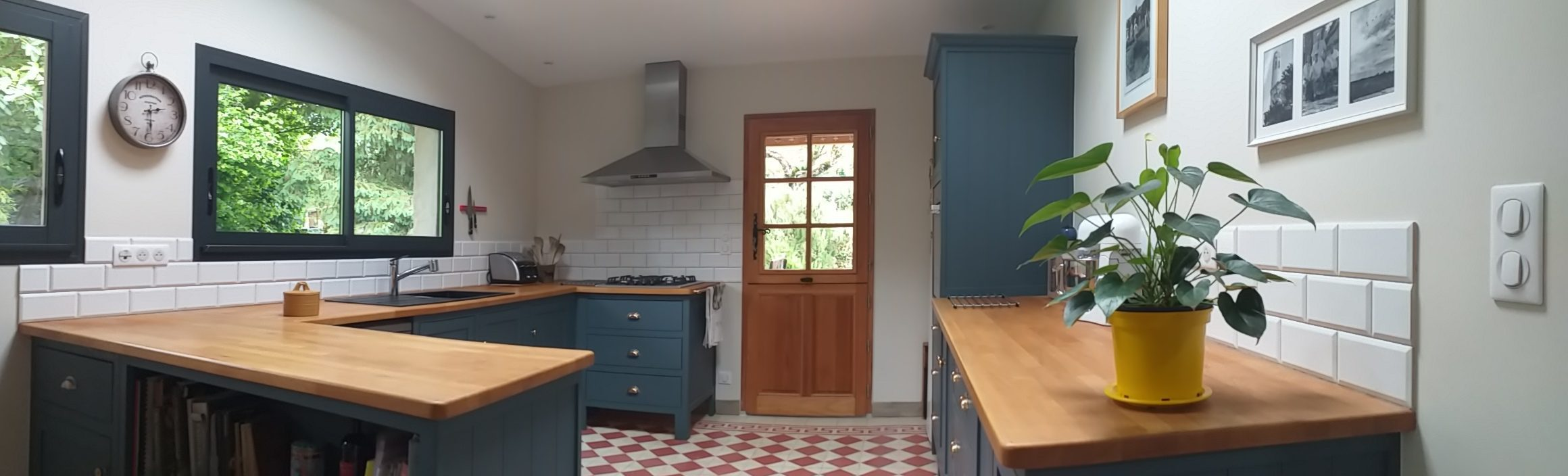Aménagement cuisine travail d'un Artisan menuisier ébéniste