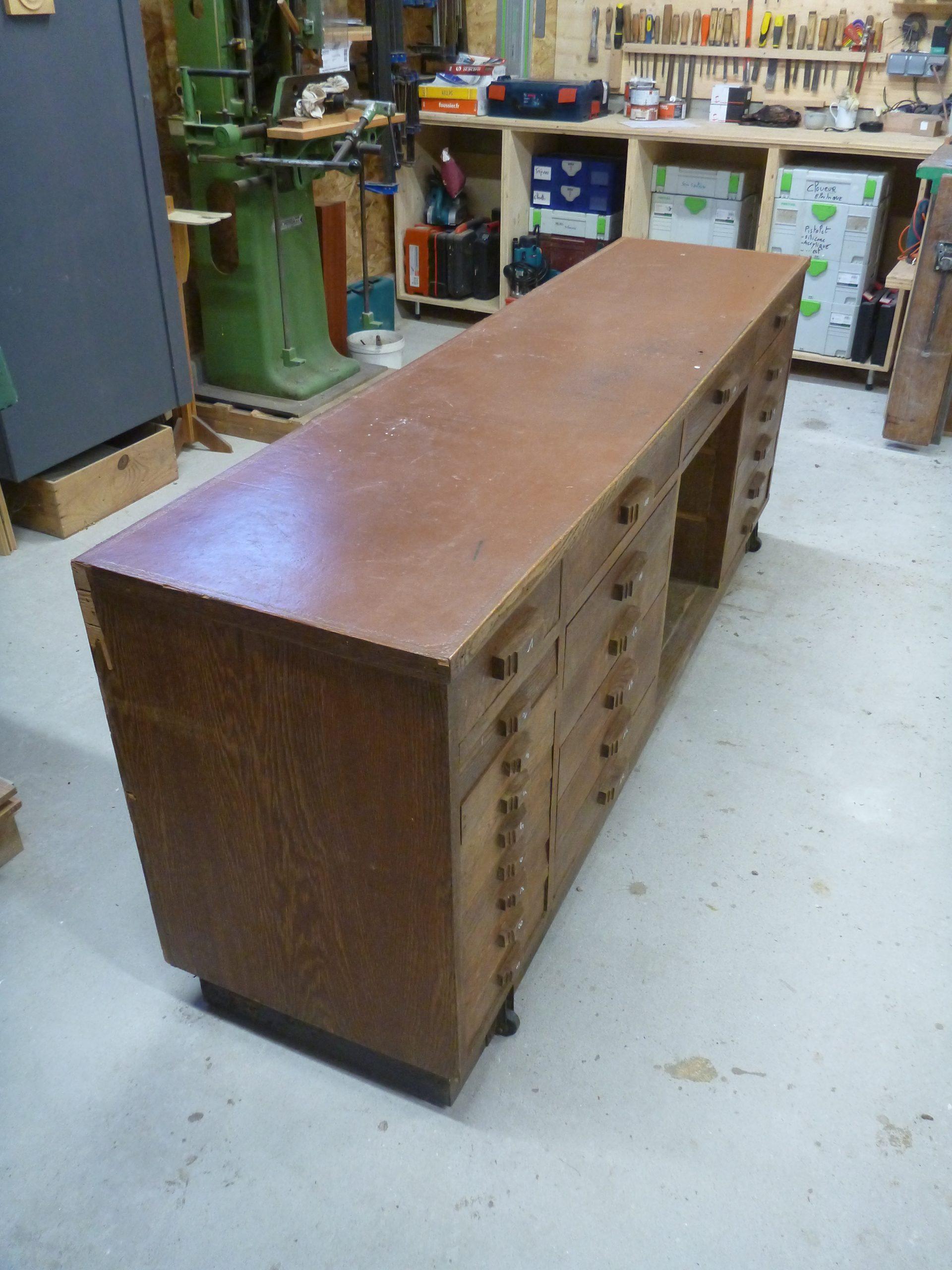 Restauration d'un meuble de métier à tiroir