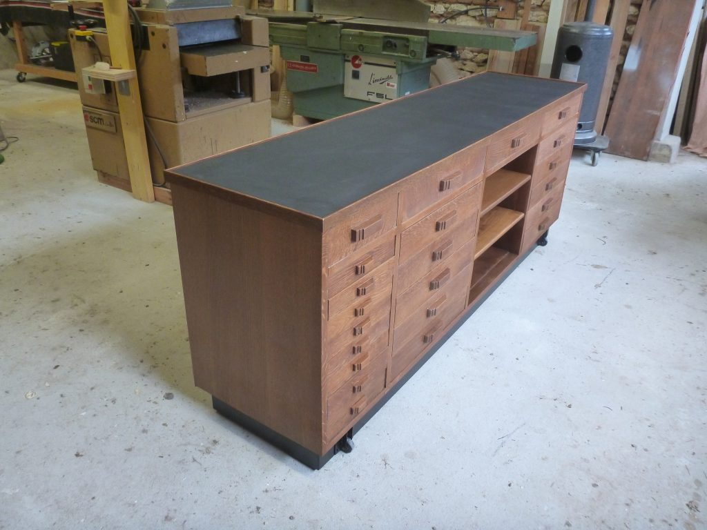 Restauration d'un meuble de métier à tiroir restauré
