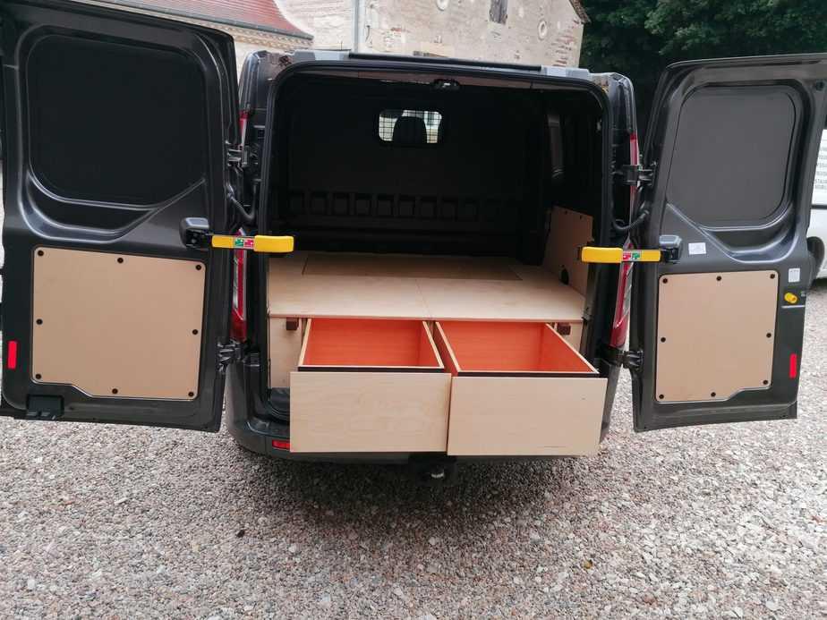 aménagement camionnette avec les tiroirs ouvert en dordogne - peny ebenisterie - bergerac
