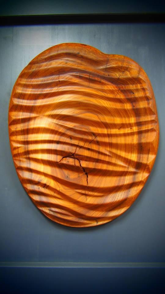 Sculpture effet drapé sur de l'ormeau